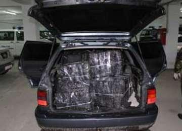 Sarasău: Autoturism descoperit cu 7.000 pachete ţigări şi doi cetăţeni cercetaţi pentru contrabandă