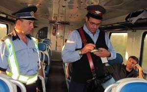 34 trenuri de călători controlate şi sancţiuni în valoare de 3000 de lei aplicate de poliţiştii Biroului Transporturi Maramureş