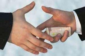 7.500 euro! Atât a cerut un instructor auto din Maramureş pentru a facilita obţinerea unui permis auto