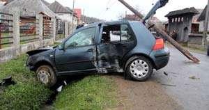 A fost identificată persoana care a lăsat 100 de case fără curent în urma unui accident. Aceasta nu deţine permis de conducere
