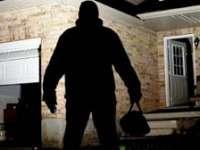 A plecat de acasă fără să încuie ușa de la intrare și a devenit victima unui furt