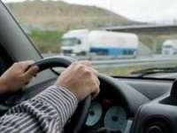 A urcat la volan fără permis de conducere, a accidentat un pieton şi a fugit de la locul faptei