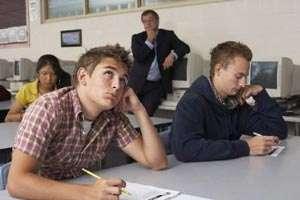 Absolvenții claselor a XII-a susţin azi proba la MATEMATICĂ sau ISTORIE