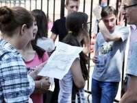 Absolvenții cu media 10 la examenele naționale din 2016 vor primi stimulente financiare