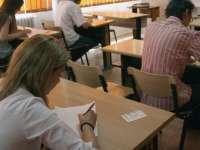 Absolvenţii de liceu încep astăzi probele scrise ale examenului de Bacalaureat