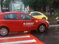 ACCIDENT - Adolescentă lovită pe trecerea de pietoni de un autoturism al ANAF
