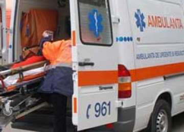ACCIDENT: Bărbat rănit grav după ce a căzut din remorca unui tractor