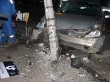Accident cu trei victime la Borşa. Conducătorul autoturismului nu deține permis și a intrat cu mașina într-un stâlp