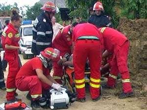 ACCIDENT DE MUNCA - Doi muncitori au fost prinsi sub un mal de pamant in Carbunari