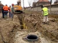 ACCIDENT DE MUNCĂ: Un bărbat a decedat, fiind surprins de o cădere de pământ, în timpul unor lucrări de canalizare