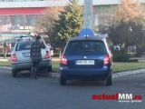 ACCIDENT: Două șoferițe și-au ciocnit mașinile într-un giratoriu din Baia Mare