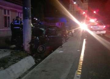 Accident grav la Şomcuta: patru tineri implicaţi. Şoferul, care a lovit cu motocicleta un poliţist, avea permisul reţinut