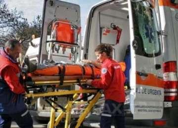 ACCIDENT GRAV: Un tânăr a intrat în comă după ce s-a lovit cu maşina de un stâlp