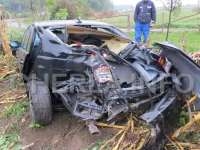ACCIDENT - În drum spre o nuntă a rupt un stâlp de înaltă tensiune