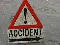ACCIDENT în LEORDINA: A acroșat un autoturism, a pierdut controlul volanului și a accidentat un pieton
