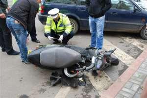 ACCIDENT în satul Piatra - Un pieton a fost accidentat de un scuterist beat