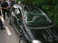 ACCIDENT LA RONA DE SUS: Nu a redus viteza într-o curbă şi s-a răsturnat în afara carosabilului