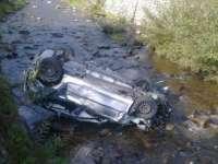 ACCIDENT: Maşina căzută în pârâu la Moisei
