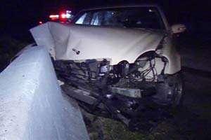 ACCIDENT: Nu a adaptat viteza într-o curbă, a pierdut controlul mașinii și a intrat într-un podeț