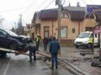 ACCIDENT: O maramureșeancă a intrat cu mașina într-un bar