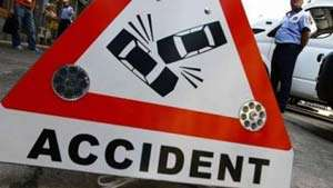 ACCIDENT: O maşină s-a răsturnat cu roţile-n sus pe DN1C