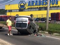 ACCIDENT – O persoană a fost rănită după ce s-a răsturnat cu mașina în mijlocul drumului în Baia Mare