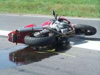 ACCIDENT PE DN18: Bărbat din Tisa transportat la spital după ce a intrat cu motocicleta într-o autoutilitară