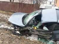 ACCIDENT PE DN18: Bărbat în stare gravă după ce s-a izbit cu mașina de un podeț (FOTO)