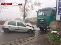 ACCIDENT PE DN1C: Un preot a intrat cu autoturismul într-un camion