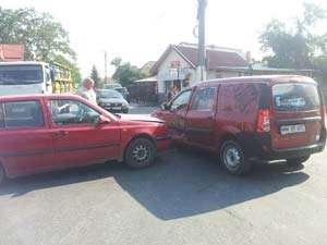 ACCIDENT - SIGHET: Un șofer neatent a lovit în plin un autoturism în intersecția străzilor G-ral Mociulschi cu Popa Lupu (FOTO)