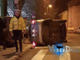 ACCIDENT - Un șofer s-a răsturnat cu mașina în fața poliției din Baia Mare