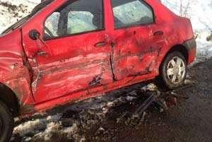 ACCIDENT: Un TIR a intrat într-un autoturism. Patru persoane au rămas încarcerate
