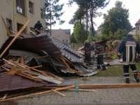 Acoperişul unui internat din Baia Mare a fost smuls de vânt