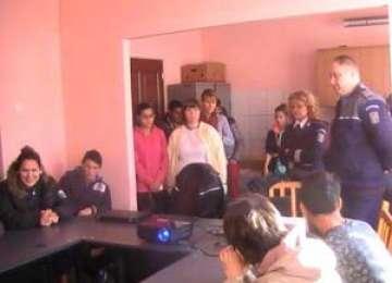 Activitate pentru prevenirea delicvenţei juvenile desfăşurată de poliţiştii sigheteni la Centrul de Plasament Asistenţă şi Sprijin a Tinerilor