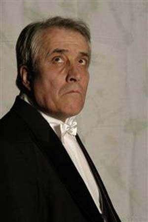 Actorul Petre Moraru, internat la spital, dupa ce i s-a făcut rău la Teatrul Mic