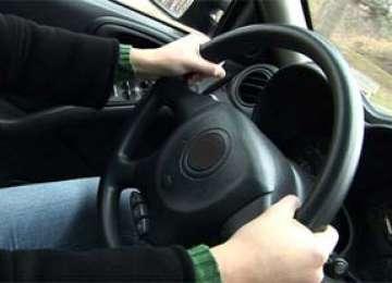 Adolescent în vârstă de 16 ani prins la volanul unei maşini în Ocna Şugatag