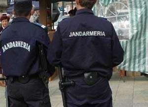 Adolescenţi amendaţi de jandarmii băimăreni după ce au adresat injurii şoferului de troleibuz