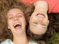 Aflați care sunt efectele râsului asupra sănătății