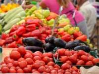 Alimentele s-au ieftinit în august în medie cu 0,79%