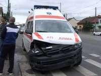 Ambulanță lovită de o mașină în Vișeu de Sus
