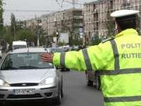 Amenzi de 37.000 lei și 6 permise și 15 certificate de înmatriculare retrase de poliţişti