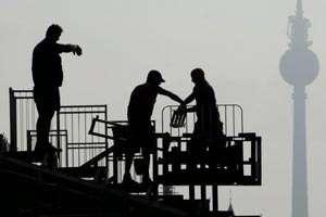 Amenzi in valoare totala de 3.220.000 de lei si 317 persoane depistate ca lucrau fara forme legale