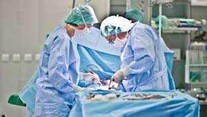 Anchetă în cazul medicului acuzat că a operat un copil la piciorul sănătos