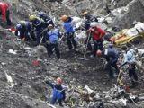 Anchetatorii au adunat mostre de ADN de la jumătate dintre victimele avionului prăbuşit în Franţa
