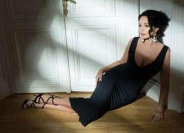 Andreea Marin: Revin in FHM cu un pictorial discret si elegant