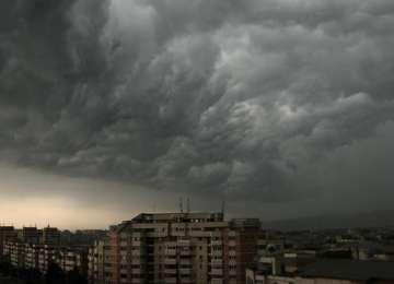 ANM - Furtunile vor cuprinde toata țara, începând de marți, când și temperaturile vor scădea semnificativ