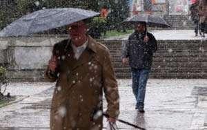 ANM: Precipitații mixte și intensificări ale vântului în întreaga țară, de miercuri dimineață