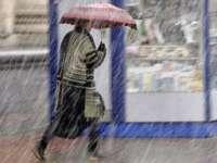 ANM: Precipitații și intensificări ale vântului în întreaga țară, de vineri seară