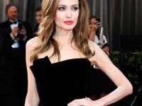 Anorexia Angelinei Jolie îl îngrijorează pe Brad Pitt: Fie Angelina devine conștientă de boala sa, fie plec cu copiii.