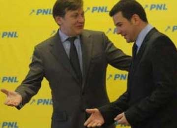 Antonescu a invitat la discuţii senatori ai PC încercând să-i convingă să treacă la PNL